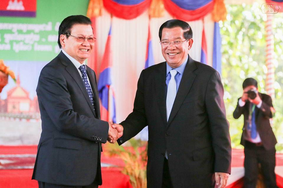 120817na2a洪森总理和老挝总理通伦共同出席德邦克烈国家口岸开通仪式。(资料图).jpg